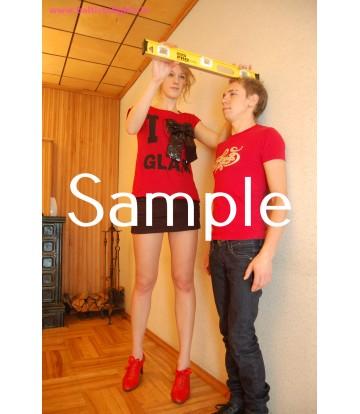 Zoey, Ivan: 7cm heels, barefoot