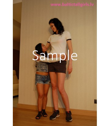 Gabriela vs Melanie - no heels, medium high heels
